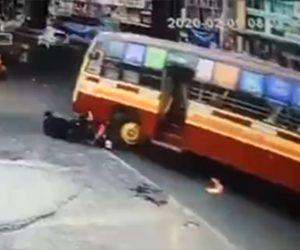 【動画】左折するバスがバイクを巻き込みライダーを轢いてしまう衝撃事故映像