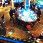 【動画】カジノで負けた男が衝撃の行動に出る