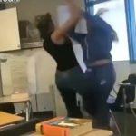 【動画】教室で女子学生が激しい殴り合い。強烈なパンチで殴りまくり引きずり倒す衝撃映像