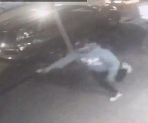 【動画】マンハッタンでギャングが至近距離で銃撃戦。銃声を聞き警察官が駆けつけ…