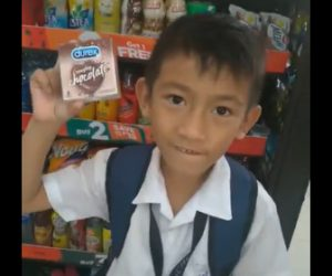 【動画】少年がバレンタインにチョコレートと間違えて買ってしまった物が…