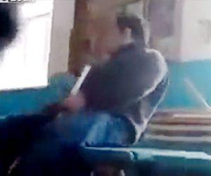 【動画】泥酔した先生が教室の机から落下してしまう衝撃映像