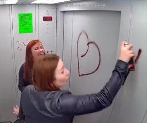 【動画】酔っぱらった若い女性がエレベーター内にスプレーで落書きしまくる衝撃映像