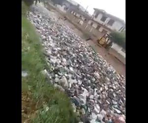 【動画】ゴミが大量に流れているガーナの川がヤバすぎる衝撃映像