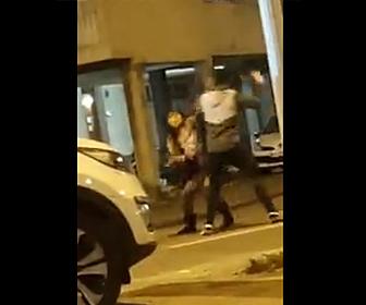 【動画】オカマの売春婦が客の男性から300ユーロ(3万5千円)盗んだのがばれ男性に詰め寄られ…