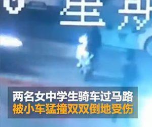 【動画】スクーターに2人乗りする女性中学生が猛スピードの車にはね飛ばされてしまう衝撃事故映像