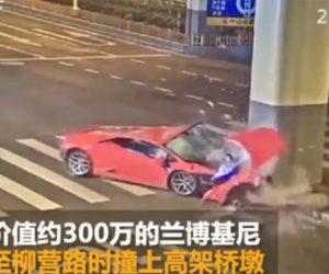 【動画】猛スピードのランボルギーニが柱に突っ込んでしまう衝撃事故映像