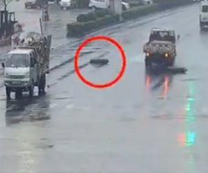 【動画】交差点を左折したトラックから酸素タンクが落下、タンクのガスが噴き出し猛スピードで…