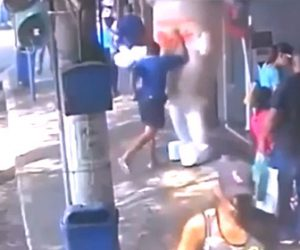 【動画】販売促進のマスコットを男が思いっきり殴る衝撃映像