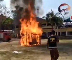 【動画】バングラデシュの防災訓練が酷すぎる。小屋に火をつけて消防士が消火しようとするが…