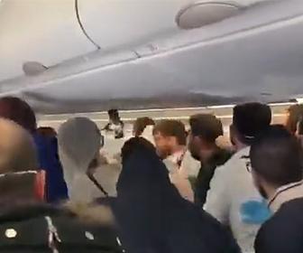 【動画】飛行機機内で咳をした事で激しい殴り合いになってしまう衝撃映像