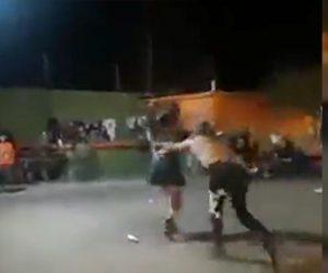 【動画】女性プロレスラーに男性プロレスラーが椅子で殴りかかり…