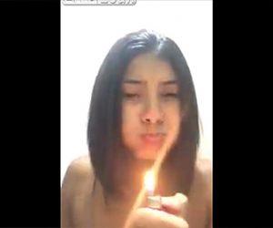 【動画】少女が口にガスを含みライターで火を吹こうとするが…