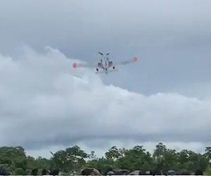 【動画】戦闘機が訓練飛行中、バレルロール(一回転)を試みるが…
