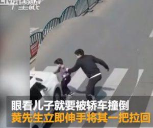 【動画】少年が父親と横断歩道を渡るが父親の目の前で車に轢かれそうになり…