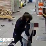 【動画】歩道で咳き込む男性に男が近づき…
