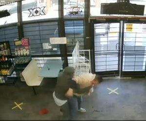 【動画】男が娘2人を抱える母親に襲いかかり、止めに入った男性にも殴り掛かるが…
