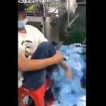 【動画】中国のマスク製造工場で従業員がヤバすぎる行動