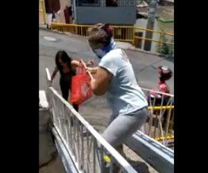 【動画】新型コロナ対策がヤバすぎる。市場から帰ってきた妻を…