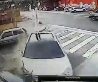 【動画】カージャック犯が警察のバイクから必死逃げるが…
