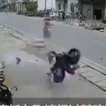 【動画】猛スピードのバイクが前を走るバイクを追い越そうとするが…