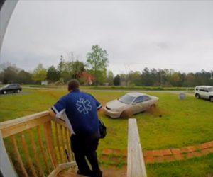 【動画】救急隊員が家を出た瞬間、猛スピードの車が横滑りしてくる衝撃映像