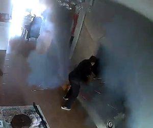 【動画】部屋で充電中のバッテリーが大爆発してしまう衝撃映像