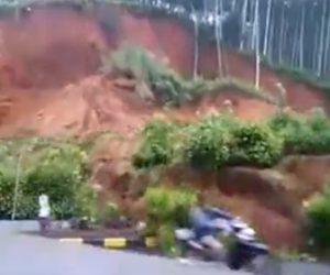 【動画】大規模な地滑りが起こり横を走っていたスクーターに土砂が…