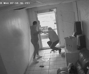 【動画】手にブラスナックルつけた強盗が71歳おじいさんに後ろから襲いかかる衝撃映像