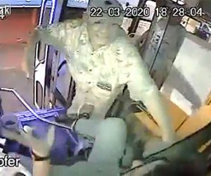 【動画】ナイフを持ったおじいさん強盗がバスの運転手に襲いかかる衝撃映像