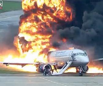 緊急着陸した飛行機が大炎上。炎に包まれた飛行機から乗客が脱出する映像が凄い
