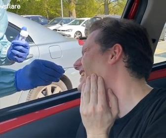 ドライブスルー方式の新型コロナウイルス検査がヤバすぎる【衝撃映像】