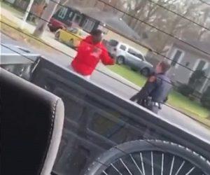 【戦い】黒人男VS白人警察官 黒人が白人警察官に殴りかかろうとするが…