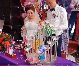 【衝撃】結婚式でシャンパンボトルのコルクが花嫁の顔に直撃し花嫁が大泣きしてしまう衝撃映像