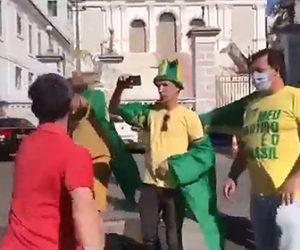 【乱闘】ブラジルでロックダウンに抗議する人達が市民に殴りかかる衝撃映像