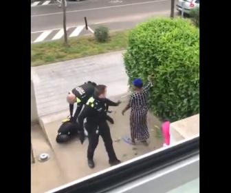 【戦い】ロックダウン中に外に出ている男性を警察官が取り押さえ逮捕しようとするが…