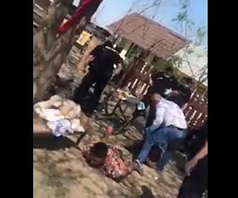 【ロックダウン】ルーマニアのスラム街で外出禁止を守らない男達が警察官に叩かれまくる衝撃映像