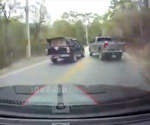 【事故】山道で前を走る車数台を一気に追い越そうとするが…
