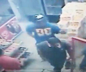 【強盗】店に銃を持った強盗が現れるが店内に非番の警察官が…