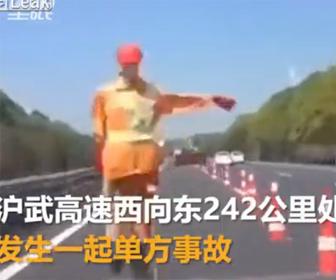 【事故】高速道路で自動運転する車が道路工事現場を認識できず…