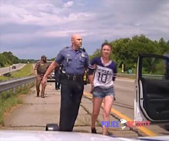 【逃走】27歳女が盗難車で暴走。警察車両に何度も突っ込む衝撃映像