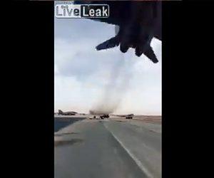 【衝撃】ミグ29戦闘機が滑走路を超低空飛行する衝撃映像