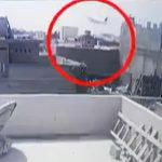【飛行機墜落】パキスタンで乗客100人を乗せた飛行機が市街地に墜落する衝撃事故映像