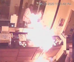 【強盗】ホテルに強盗現れフロントに液体燃料をまき火をつける衝撃映像