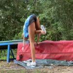 【動物】チアリーダーの少女が毒蛇に足を噛まれてしまう衝撃映像