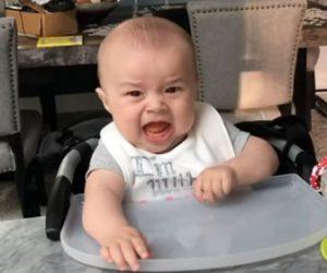 【可愛い】赤ちゃんが初めて固形物を食べた表情が可愛い