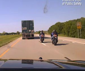 【警察】猛スピードで警察から逃げるバイカーが捕まり大泣きする衝撃映像