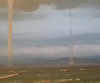 【自然】フィリピンで3本の竜巻が発生する衝撃映像