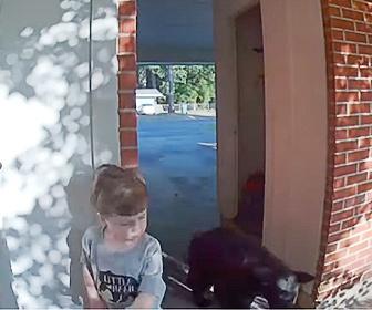 【動物】少年が家から外に出た瞬間、目の前にクマが…