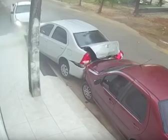 【衝撃】男が元妻にお金を要求するが断られ衝撃の行動に出る